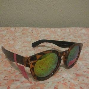 Betsey Johnson Accessories - Betsey Johnson Round sunglasses